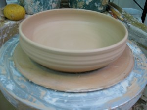 And after some pushing around of clay, voila! Don't forget to cut the bowl before lifting off the bat. The bowl will separate easily the next day!
